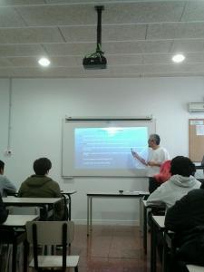 Didac P. Cuellar, dando una charla de IPv6 en Bemen-3